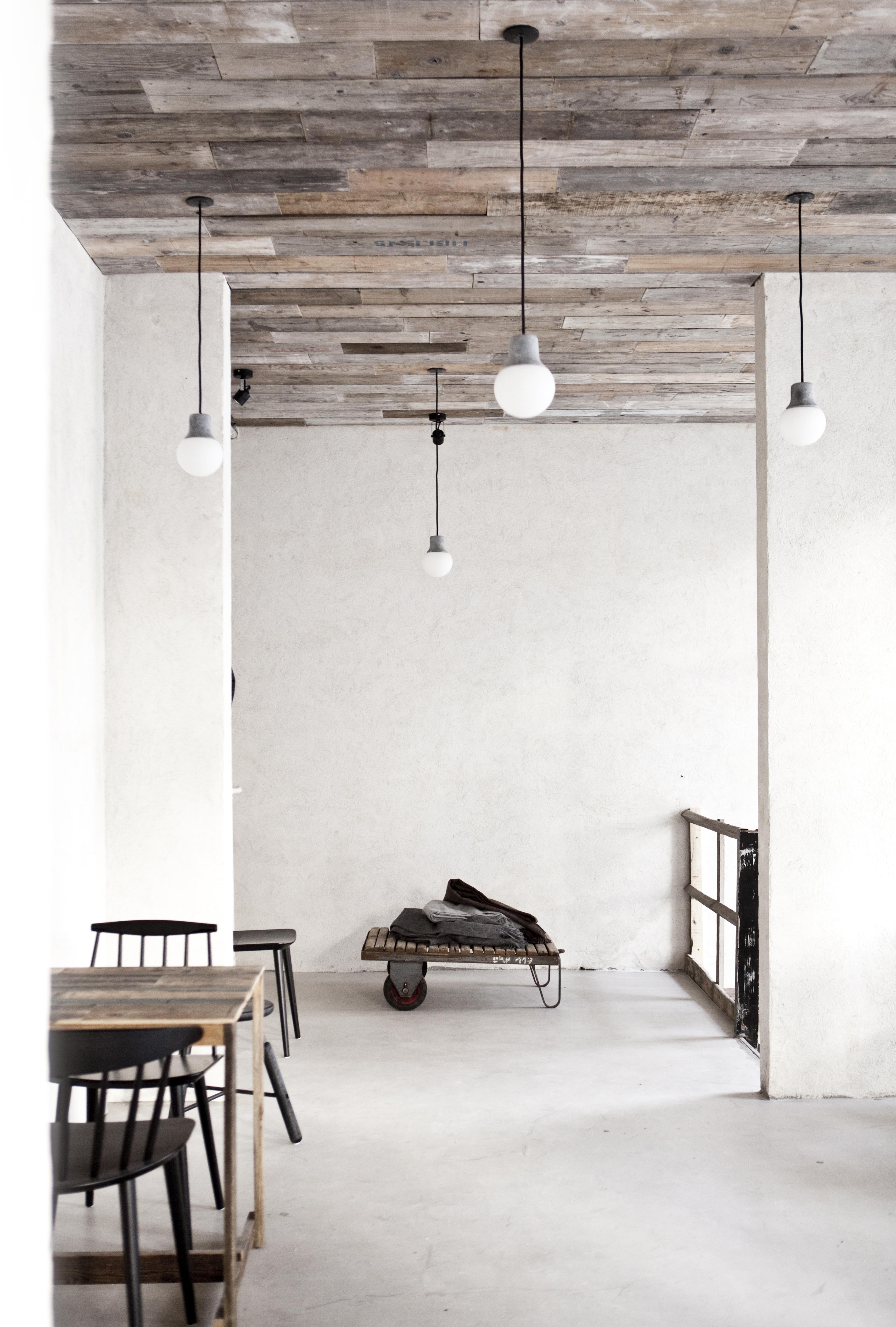 Prisvindende restaurant, Höst er indrettet med brugte materialer ...