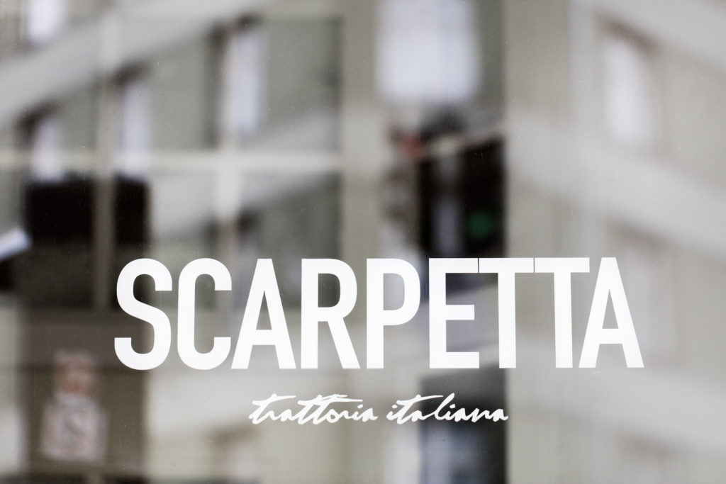 Scarpetta er oplagt til en romantisk aften eller hyggelig familiemiddag. Læs mere om maden og restauranten her: http://cofoco.dk/da/restauranter/scarpetta-rantzausgade/