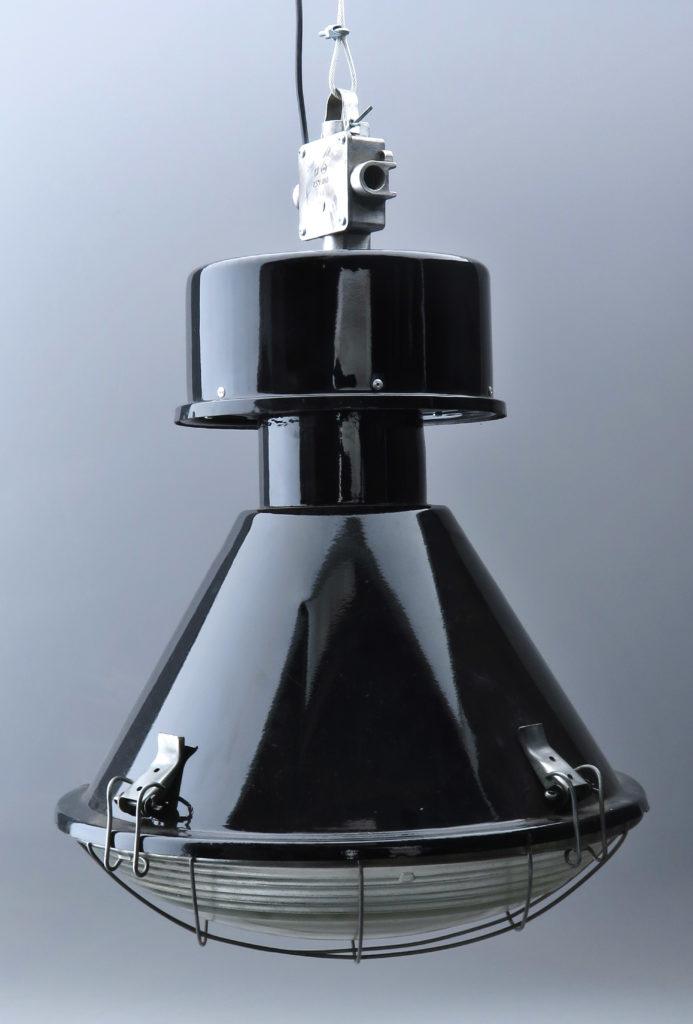 Gammel industrilampe fra det tidligere Østeuropa.
